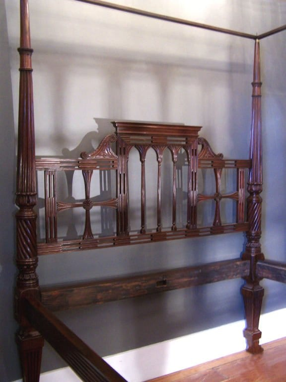 18th Century East Indies Raj Bed with Paws